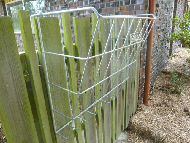 Calf fence hay feeder